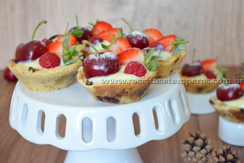 Cestinha de Panettone com frutas vermelhas