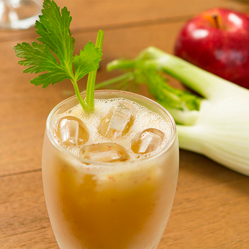 Suco de maçã com aipo e linhaça