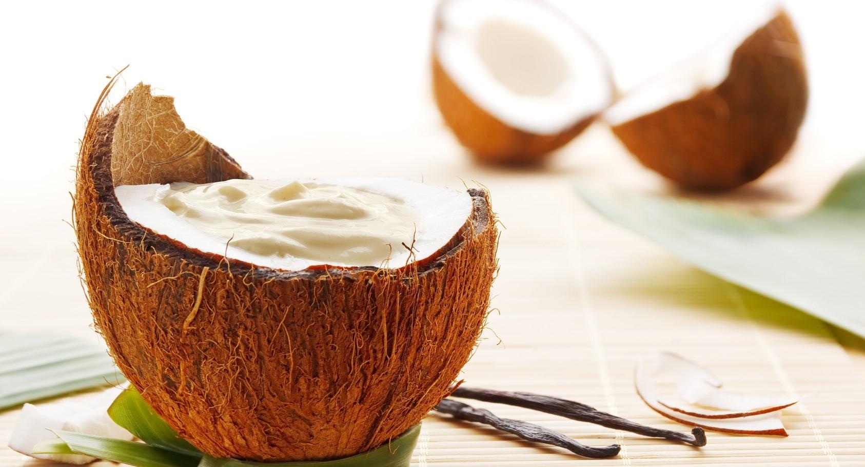 Conheça 10 benefícios do óleo de coco (e aprenda a fazer em casa)