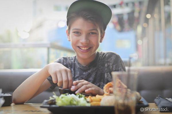 Como fazer para as crianças comerem mais fibras nas refeições? Veja 5 dicas.