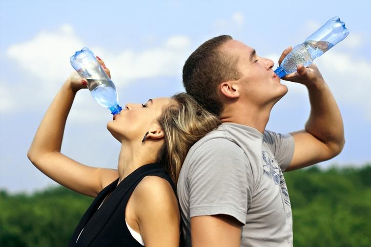 Cinco bons motivos para não deixar de tomar água